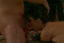 Femme baise avec les animaux gros plan