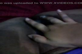 Porno xnxx.com petite fille arabe baisse en avione