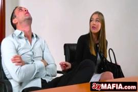 Porno embrasse pied femme