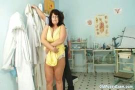 Femme qui danse nue au boite
